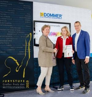 Petra Hetzel und die Geschäftsführung von DOMMER